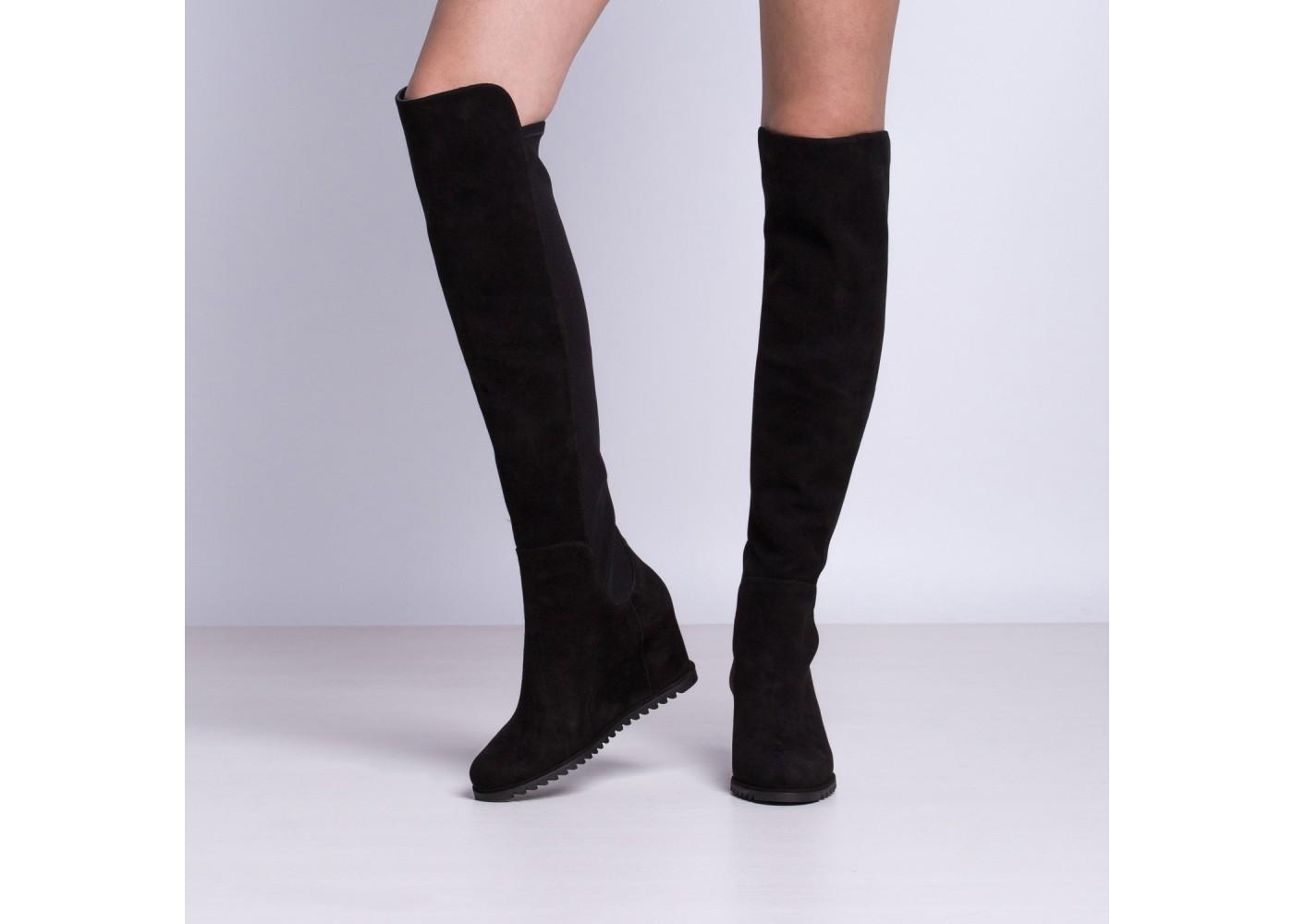 583790eb0b4c8 Co więcej, żadna kobieta nie poprzestaje tylko na jednej parze. Świadomy  wybór markowego obuwia dowodzi, że kozaki to obuwie dla pewnych siebie, ...
